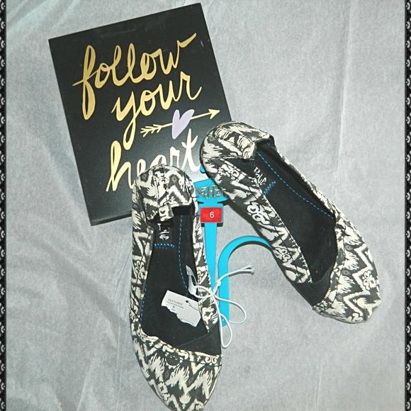 375246b29d1 MAD LOVE Black/White Canvas Flats Shoes NWT! NWT